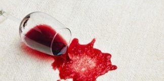 λεκές από κόκκινο κρασί στο χαλί