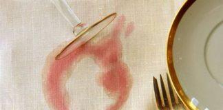 λεκές από κόκκινο κρασί στο λινό τραπεζομάντηλο
