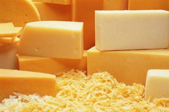 Λεκές από Τυρί στα Ρούχα
