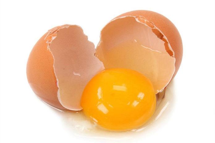 Λεκές από Αυγό στα Ρούχα
