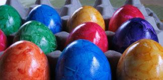 Λεκές από Βαφή Αυγών στα Ρούχα