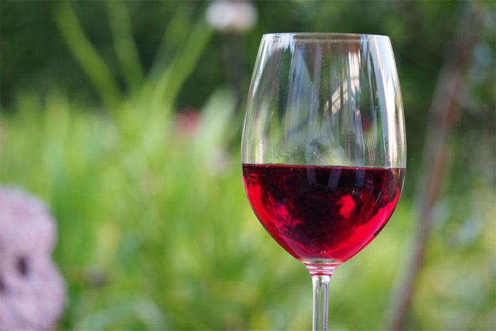 Λεκές από Κόκκινο Κρασί στα Ρούχα