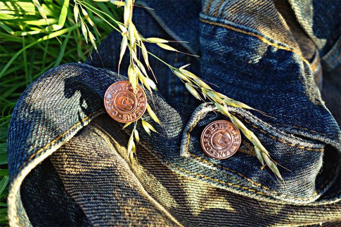 Λεκές από Μεταλλικά Κουμπιά στα Ρούχα