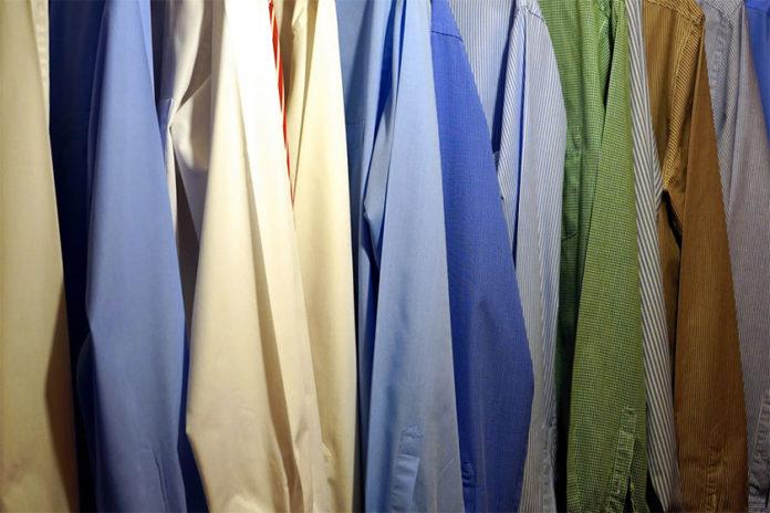Πώς να Απομακρύνετε τη Μυρωδιά του Τσιγάρου από τα Ρούχα