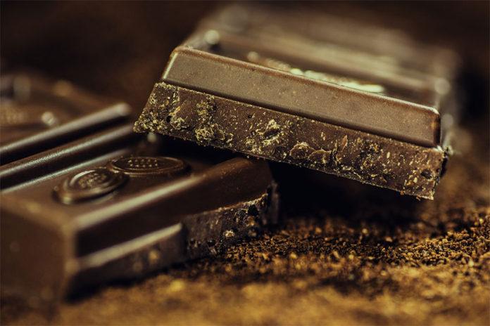 Λεκές από Σοκολάτα στην Ταπετσαρία