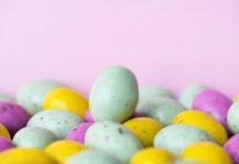 Λεκές από Βαφή Αυγών στην Ταπετσαρία
